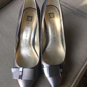 Grey Anne Klein heels. EUC